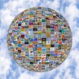 Μεγάλη σφαίρα τοίχων πολυμέσων τηλεοπτική στις οθόνες TV Στοκ Εικόνες
