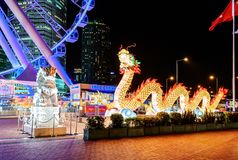 Μεγάλη φωτισμένη κινεζική διακόσμηση δράκων AIA μεγάλο ευρωπαϊκό καρναβάλι στο Χονγκ Κονγκ Στοκ Εικόνα