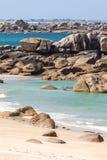 Μεγάλοι βράχοι στην ακτή στη Βρετάνη, Γαλλία Στοκ Εικόνες