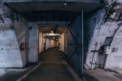 Μεγάλοι διάδρομοι της παλαιάς σοβιετικής στρατιωτικής αποθήκης, ηχώ του Ψυχρού Πολέμου στοκ φωτογραφίες με δικαίωμα ελεύθερης χρήσης