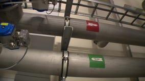 Μεγάλοι σωλήνες σωλήνων για την αποθήκευση και τους σωλήνες αυτόκαυστων λάσπης κατεργασίας ύδατος απόθεμα βίντεο