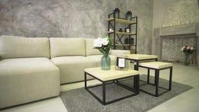 Μεγάλος άσπρος καναπές, τραπεζάκι σαλονιού, εστία απόθεμα βίντεο