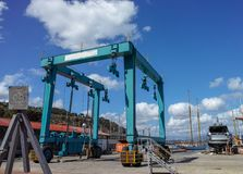 μεγάλος ανελκυστήρας ταξιδιού στο λιμάνι LE grazie Στοκ Εικόνα