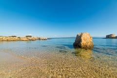 Μεγάλος βράχος από την ακτή στοκ φωτογραφίες