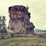 Μεγάλος βράχος του κάστρου Jestrebi στην περιοχή τουριστών εδάφους Macha ` s κατά τη διάρκεια των καλοκαιρινών διακοπών στο styli Στοκ Εικόνες