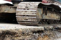 Μεγάλος βυθοκόρος κατασκευής που λειτουργεί σε μια περιοχή οδικής επισκευής ρεπορτάζ στοκ φωτογραφία με δικαίωμα ελεύθερης χρήσης