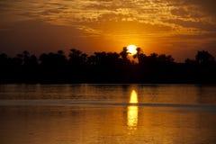 μεγάλος πέρα από το ηλιοβασίλεμα ποταμών Στοκ εικόνα με δικαίωμα ελεύθερης χρήσης
