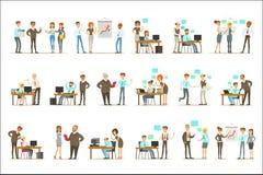 Μεγάλος προϊστάμενος που διαχειρίζεται και που εποπτεύει την εργασία του συνόλου υπαλλήλων γραφείων τοπ απεικονίσεων διευθυντών κ διανυσματική απεικόνιση