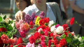 Μεγάλος σωρός των ανθοδεσμών λουλουδιών φιλμ μικρού μήκους