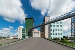 Μεγάλος σύγχρονος σιτοβολώνας Στοκ εικόνες με δικαίωμα ελεύθερης χρήσης