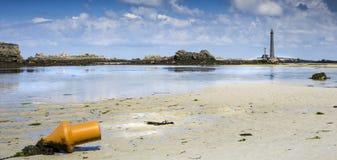 Μεγάλος φάρος στη Γαλλία μια ηλιόλουστη ημέρα στη χαμηλή παλίρροια, Lilia, Βρετανός στοκ εικόνες