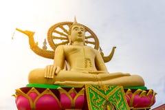 Μεγάλο άγαλμα του Βούδα στο χρυσό χρώμα στο μεγάλο ναό του Βούδα, Koh Samui, Στοκ φωτογραφία με δικαίωμα ελεύθερης χρήσης