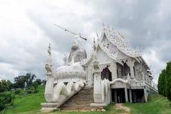 Μεγάλο άγαλμα Guanyin ή Guan Yin κάτω από την κατασκευή στην Ταϊλάνδη, Wat Huay Pla Kang, Chiang Rai στοκ εικόνες