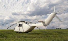 Μεγάλο άσπρο ελικόπτερο φορτίου Στοκ Φωτογραφία