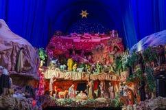 Μεγάλο και ζωηρόχρωμο παχνί Χριστουγέννων Στοκ Φωτογραφίες