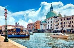 Μεγάλο κανάλι κατά την πανοραμική άποψη της Βενετίας Ιταλία Στοκ Φωτογραφίες
