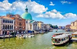 Μεγάλο κανάλι κατά την πανοραμική άποψη της Βενετίας Ιταλία Στοκ εικόνα με δικαίωμα ελεύθερης χρήσης