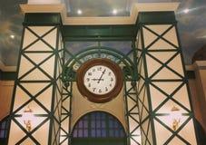 Μεγάλο καφετί ρολόι Στοκ φωτογραφία με δικαίωμα ελεύθερης χρήσης