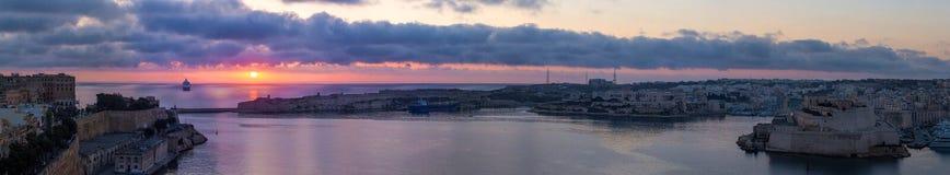 Μεγάλο λιμενικό πανόραμα στη ζωηρόχρωμη ανατολή, Valletta, Μάλτα Στοκ εικόνες με δικαίωμα ελεύθερης χρήσης