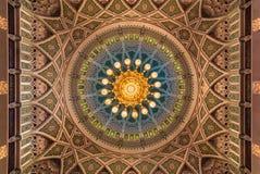 Μεγάλο μουσουλμανικό τέμενος Qaboos σουλτάνων Muscat, Ομάν στοκ φωτογραφία με δικαίωμα ελεύθερης χρήσης