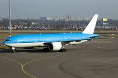 μεγάλο μπλε να μετακινηθεί με ταξί αεροπλάνων Στοκ εικόνα με δικαίωμα ελεύθερης χρήσης