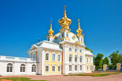 μεγάλο παλάτι εκκλησιών peterhof Στοκ εικόνα με δικαίωμα ελεύθερης χρήσης