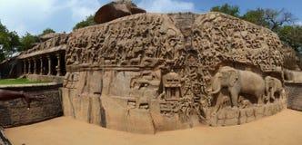 Μεγάλο πανόραμα ανακούφισης βράχου τιμωρίας Arjuna ` s bas Στοκ Φωτογραφίες