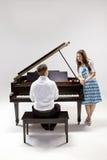 μεγάλο πιάνο ζευγών 2 μωρών Στοκ εικόνες με δικαίωμα ελεύθερης χρήσης