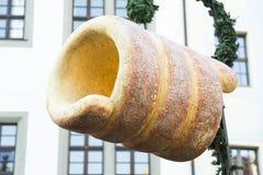 Μεγάλο πλαστικό παραδοσιακό τσεχικό trdelnik Χριστουγέννων στη στέγη Στοκ Φωτογραφίες
