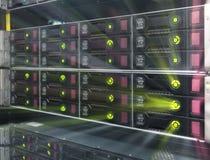 Μεγάλο ράφι κεντρικών υπολογιστών HDD Πολλοί ισχυροί κεντρικοί υπολογιστές που τρέχουν στο δωμάτιο κεντρικών υπολογιστών κέντρων  απεικόνιση αποθεμάτων