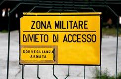Μεγάλο σημάδι στη στρατιωτική ζώνη στην Ιταλία Στοκ Φωτογραφίες