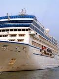 μεγάλο σκάφος της γραμμής κρουαζιέρας Στοκ φωτογραφίες με δικαίωμα ελεύθερης χρήσης