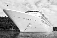Μεγάλο σκάφος της γραμμής κρουαζιερόπλοιων πολυτέλειας άσπρο σε Fowey Στοκ Εικόνες