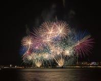 Μεγάλο φεστιβάλ πυροτεχνημάτων σε Gelendzhik Περιοχή Krasnodar Ρωσία 09/15/2017 Στοκ φωτογραφία με δικαίωμα ελεύθερης χρήσης