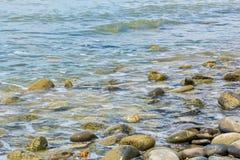 Μεγάλο χαλίκι στην ακτή Στοκ Εικόνες