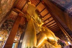 Μεγάλο χρυσό άγαλμα του Βούδα σε Wat Phra Chettuphon Wimon Mangkhalaram Ratchaworamahawihan Wat Pho Στοκ φωτογραφίες με δικαίωμα ελεύθερης χρήσης