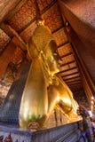 Μεγάλο χρυσό άγαλμα του Βούδα σε Wat Phra Chettuphon Wimon Mangkhalaram Ratchaworamahawihan Wat Pho Στοκ Φωτογραφίες