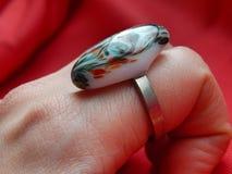 Μεγάλο χρωματισμένο δαχτυλίδι Στοκ Εικόνα