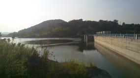 Μεγάλο balaya viduli jalasaya νερού φραγμάτων δύναμης ηλεκτρικής ενέργειας προγράμματος kalugaga φραγμάτων της Σρι Λάνκα Kulashin στοκ εικόνα