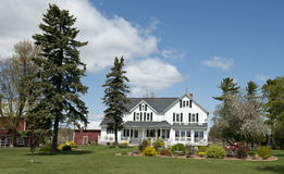 μεγάλο farmhouse αγροτικό Wisconsin γαλακτοκομικών αγροκτημάτων χωρών Στοκ φωτογραφίες με δικαίωμα ελεύθερης χρήσης