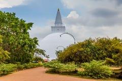 Μεγάλο Stupa σε Anuradhapura στη Σρι Λάνκα Στοκ Εικόνες