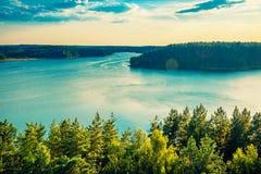Μεγάλα λίμνη και δάσος στοκ εικόνα με δικαίωμα ελεύθερης χρήσης