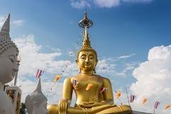 Μεγάλα αγάλματα του Βούδα στα σύννεφα και τον ουρανό Στοκ φωτογραφίες με δικαίωμα ελεύθερης χρήσης