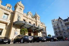 Μεγάλα αυτοκίνητα κτηρίου και πολυτέλειας χαρτοπαικτικών λεσχών στο Μόντε Κάρλο Στοκ Φωτογραφία