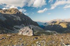 μεγάλα βουνά βουνών τοπίων Πέρασμα Uchkulan Στοκ Φωτογραφίες
