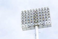 Μεγάλα επίκεντρα στο υπαίθριο στάδιο κάτω από το μπλε ουρανό Στοκ εικόνα με δικαίωμα ελεύθερης χρήσης
