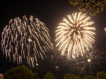 Μεγάλα ζωηρόχρωμα πυροτεχνήματα Στοκ εικόνα με δικαίωμα ελεύθερης χρήσης