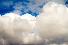 Μεγάλα και όμορφα σύννεφα σωρειτών στοκ εικόνες