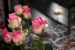 μεγάλα κόκκινα τριαντάφυλλα ανθοδεσμών Στοκ εικόνα με δικαίωμα ελεύθερης χρήσης