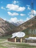 Μεγάλα δορυφορικά antena και ηλιακά πλαίσια πιάτων Στοκ Φωτογραφία
